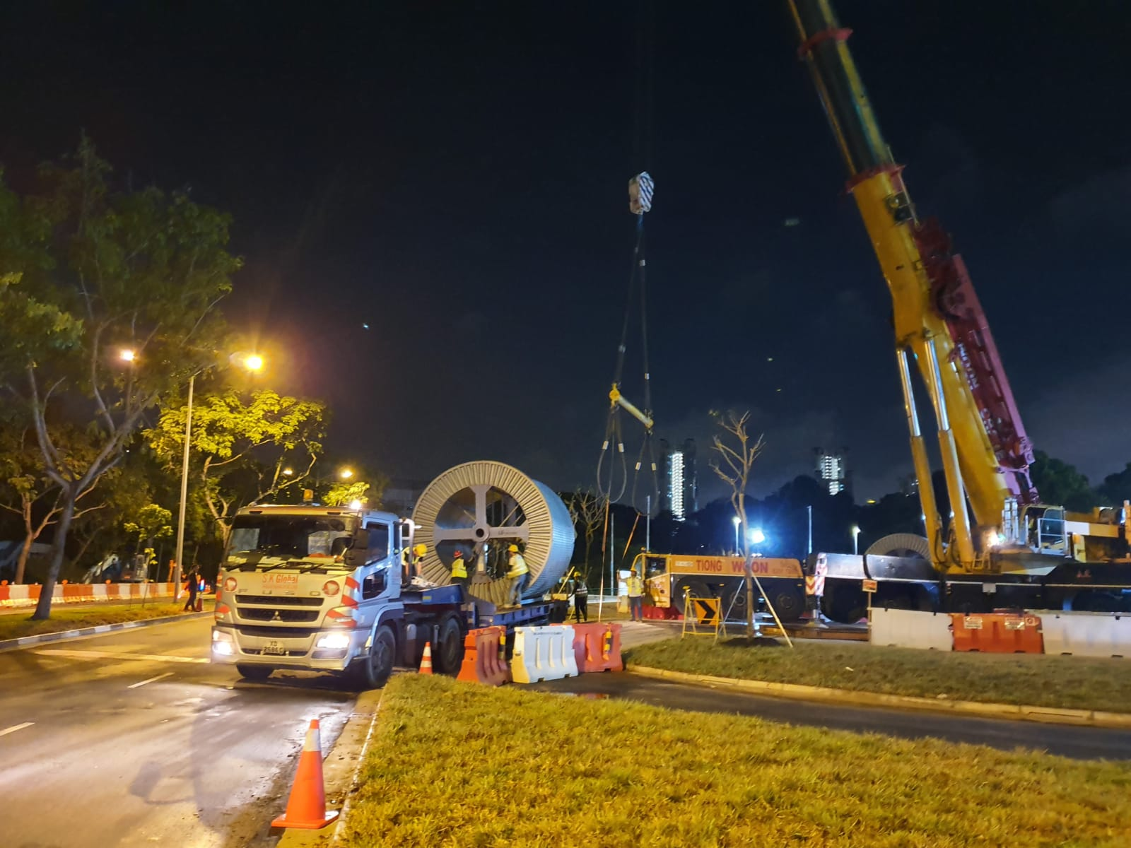 Loading at Ayer Rajah Power Station 7 - Securing and lashing onto chassis